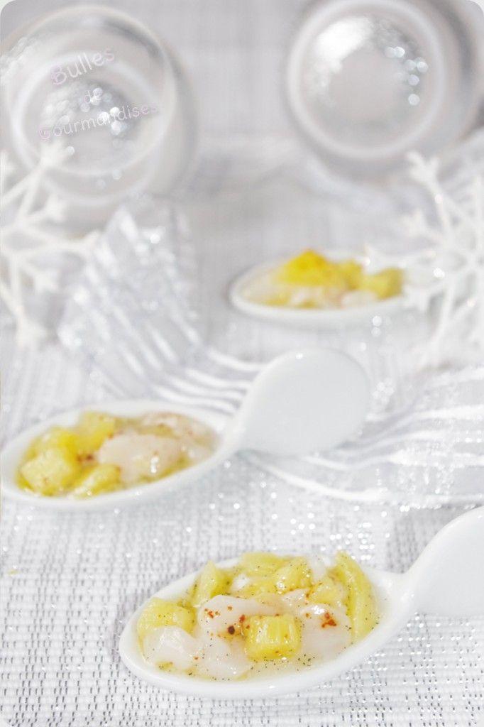 Tartare de saint jacques, vanille, ananas et piment d'espelette.