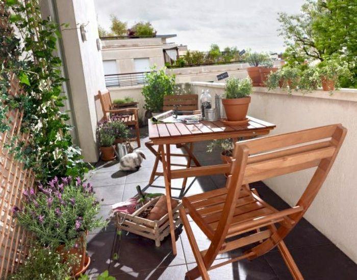 Awesome Table De Terrasse En Bois #13: Table Pliante En Bois, Fleurs Pour La Terrasse, Une Petite Table Pliante En  Bois