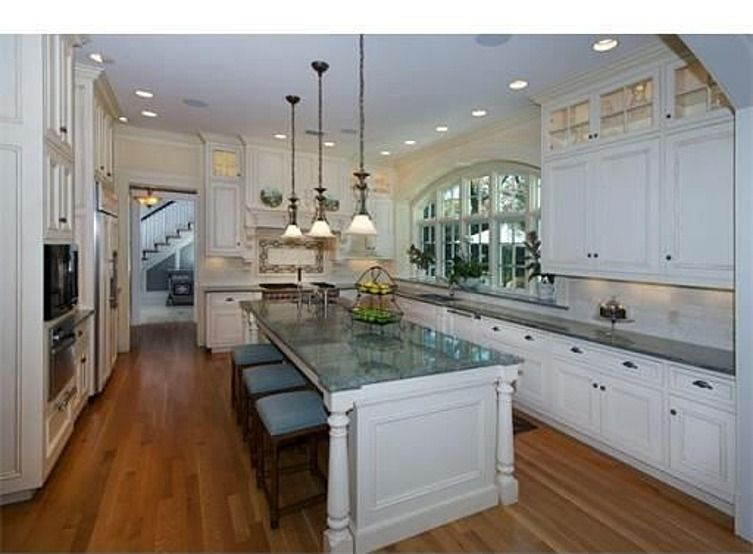 modern victorian kitchen (lose the tacky canned lighting)