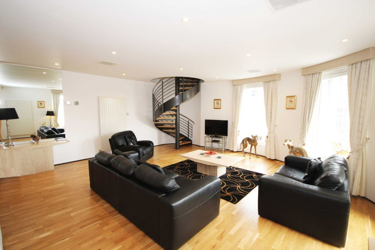 View Details On Grey Street (PU), Situated In Newcastle, UK. Hand Picked Serviced  Apartments With SITU.