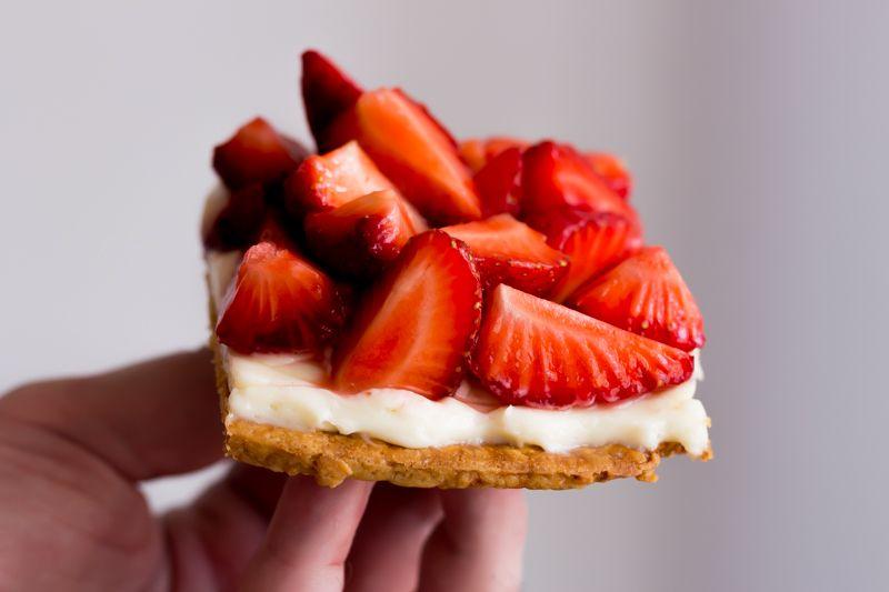 Strawberry, yogurt and white chocolate tart
