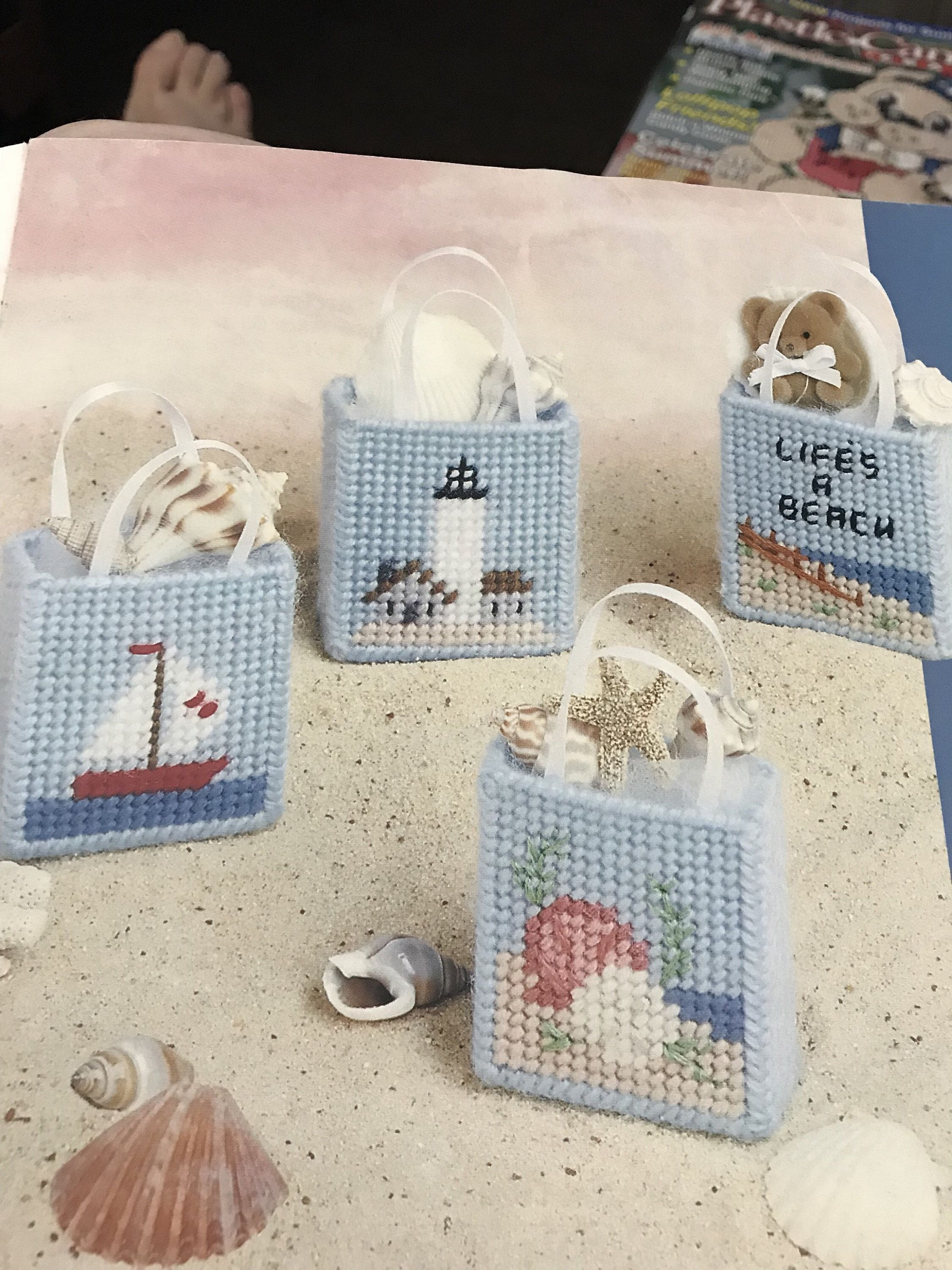 Beach Bag Magnets done in plastic canvas | Plastic canvas patterns ...