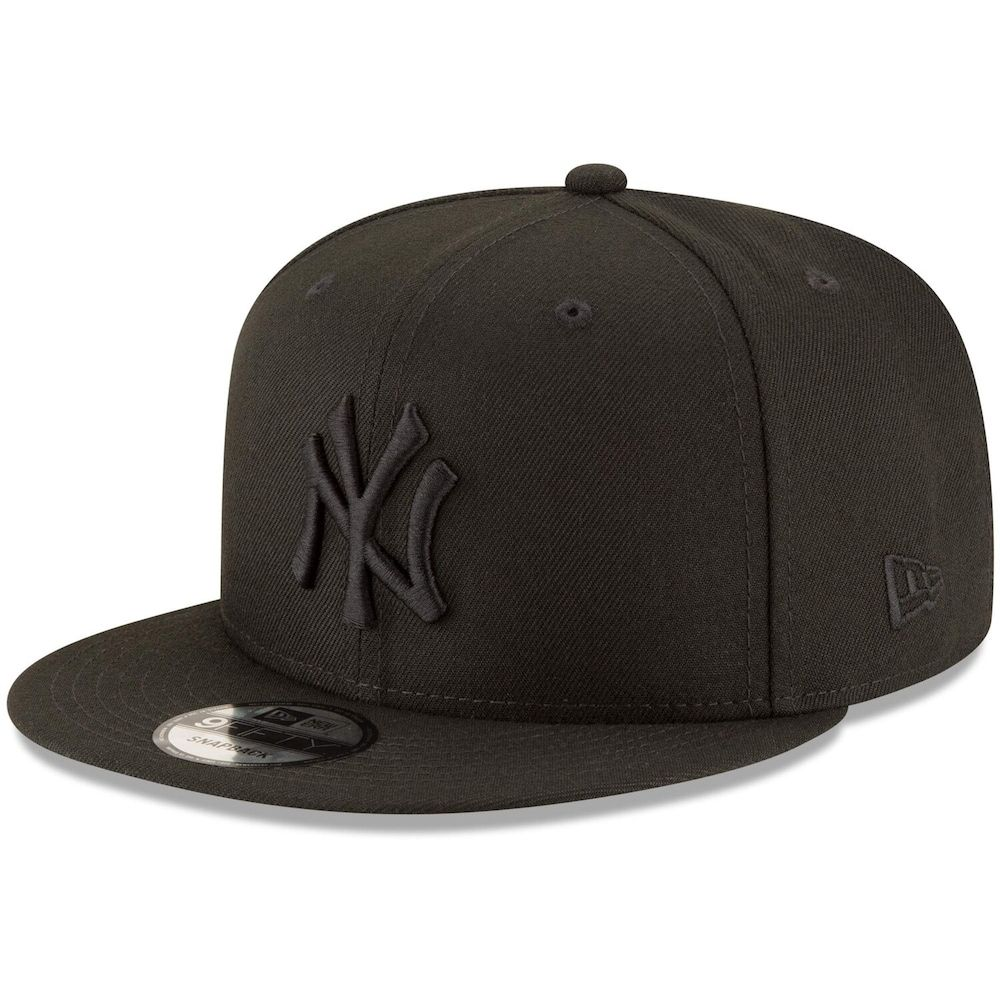 New York Yankees New Era Black On Black 9fifty Team Snapback Adjustable Hat Black In 2021 Fitted Hats New York Yankees Hats For Men