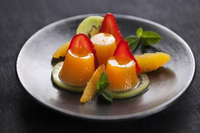 Budino di frutta con panna montata