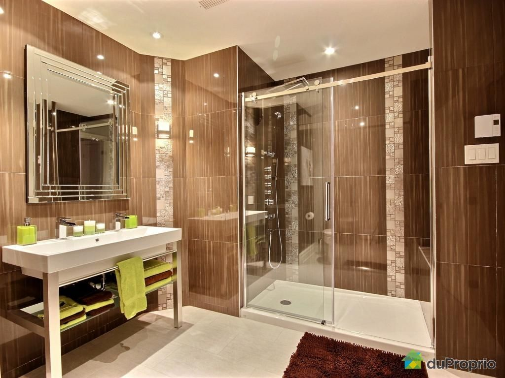Belle salle de bain contemporaine ! Belle grande douche avec porte ...