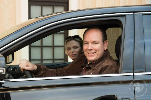 Monaco Royals Return To Palace After Twins Birth Prince Albert Of Monaco Charlene Of Monaco Monaco Royal Family