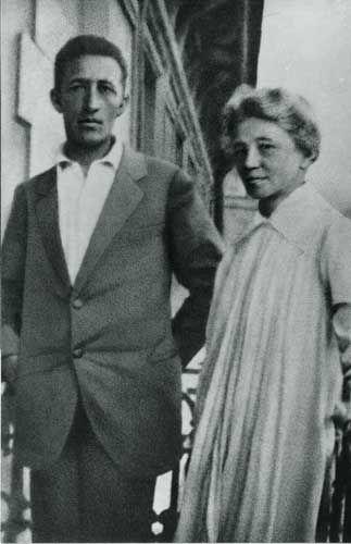 Александр Блок с матерью на балконе набережной реки Пряжка. 1919