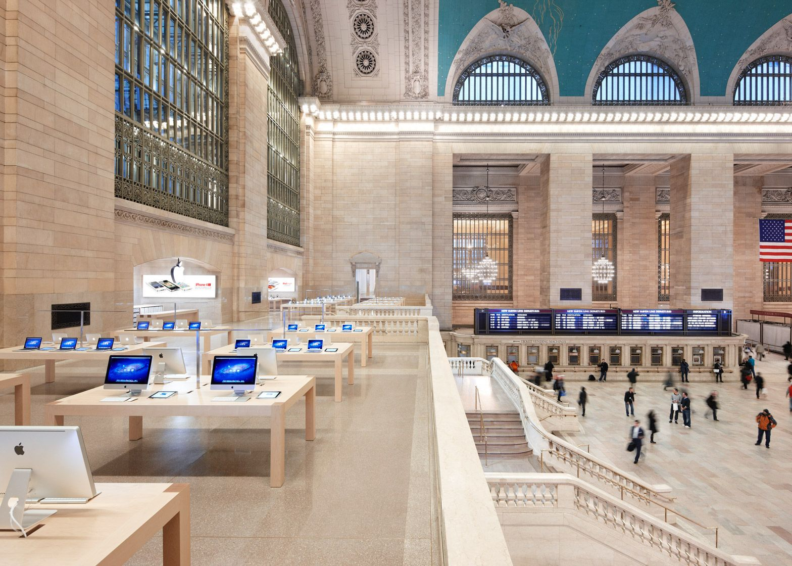 The Manhattan Apple Store In Grand Central Station Apple Store Grand Central Apple Retail Store Apple Store