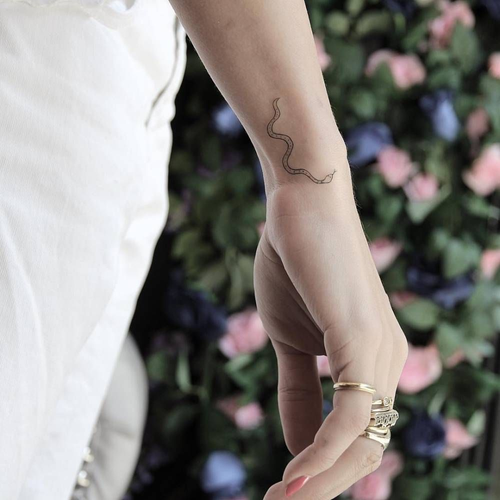 Photo of Tatouage de serpent au poignet.