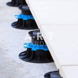 Detail Terrasse Avec Plot Pour Dalle Reglable 50 80 Mm Jouplast Carrelage Terrasse Exterieur Dalle Terrasse Et Sieges A L Exterieur