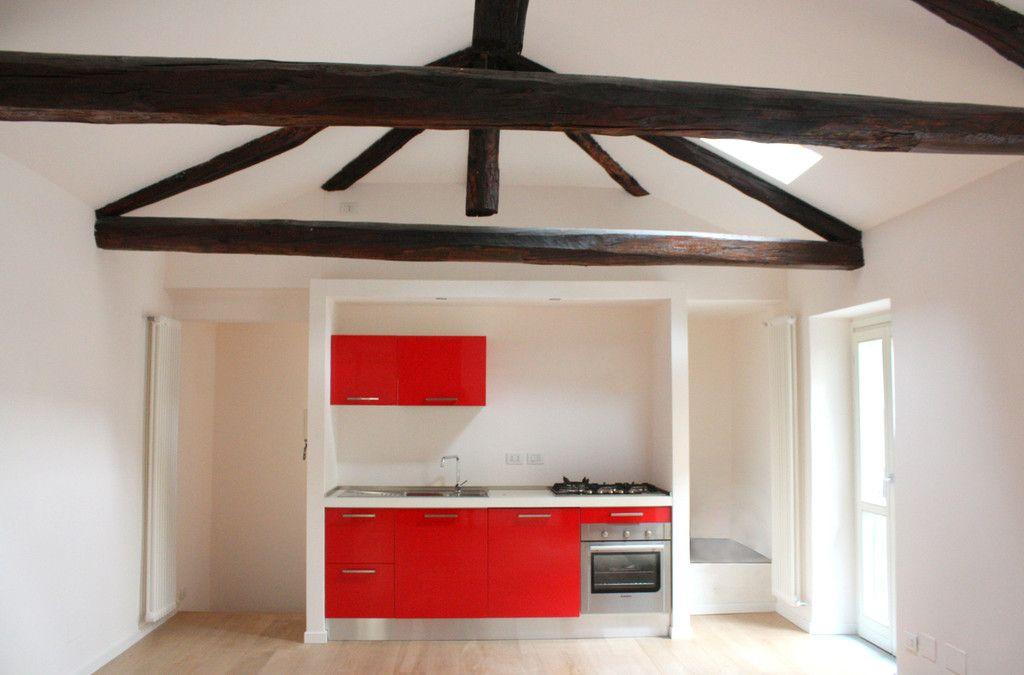 Vista della cucina aperta sul soggiorno. homify ...