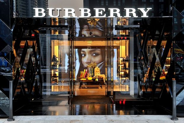 c9de7a0bdd245 Burberry store