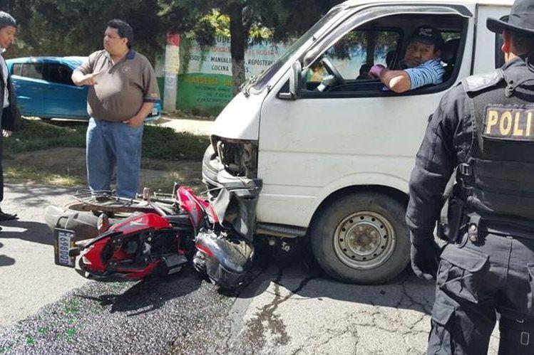 Cámaras de seguridad captan accidente de motociclistas en Chimaltenango - http://bit.ly/1mX1LxF