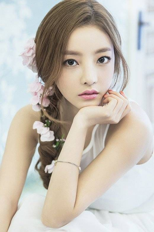 Kara S Hara Becomes A Beautiful Goddess For International Bnt To Make Her Solo Debut In July Allkpop Com Goo Hara Beautiful Goddess Asian Beauty