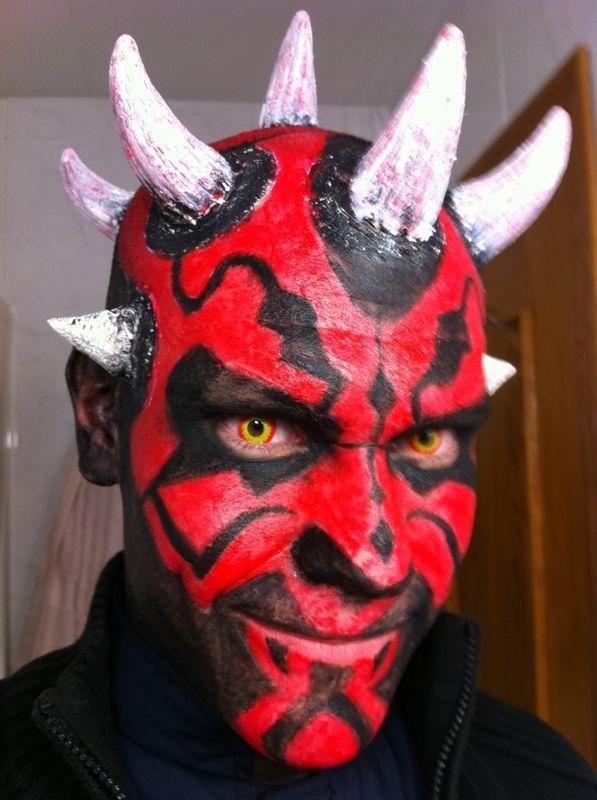 nos encantan los maquillajes mirad que bueno queda este de demonio con muchos cuernos - Maquillaje Demonio