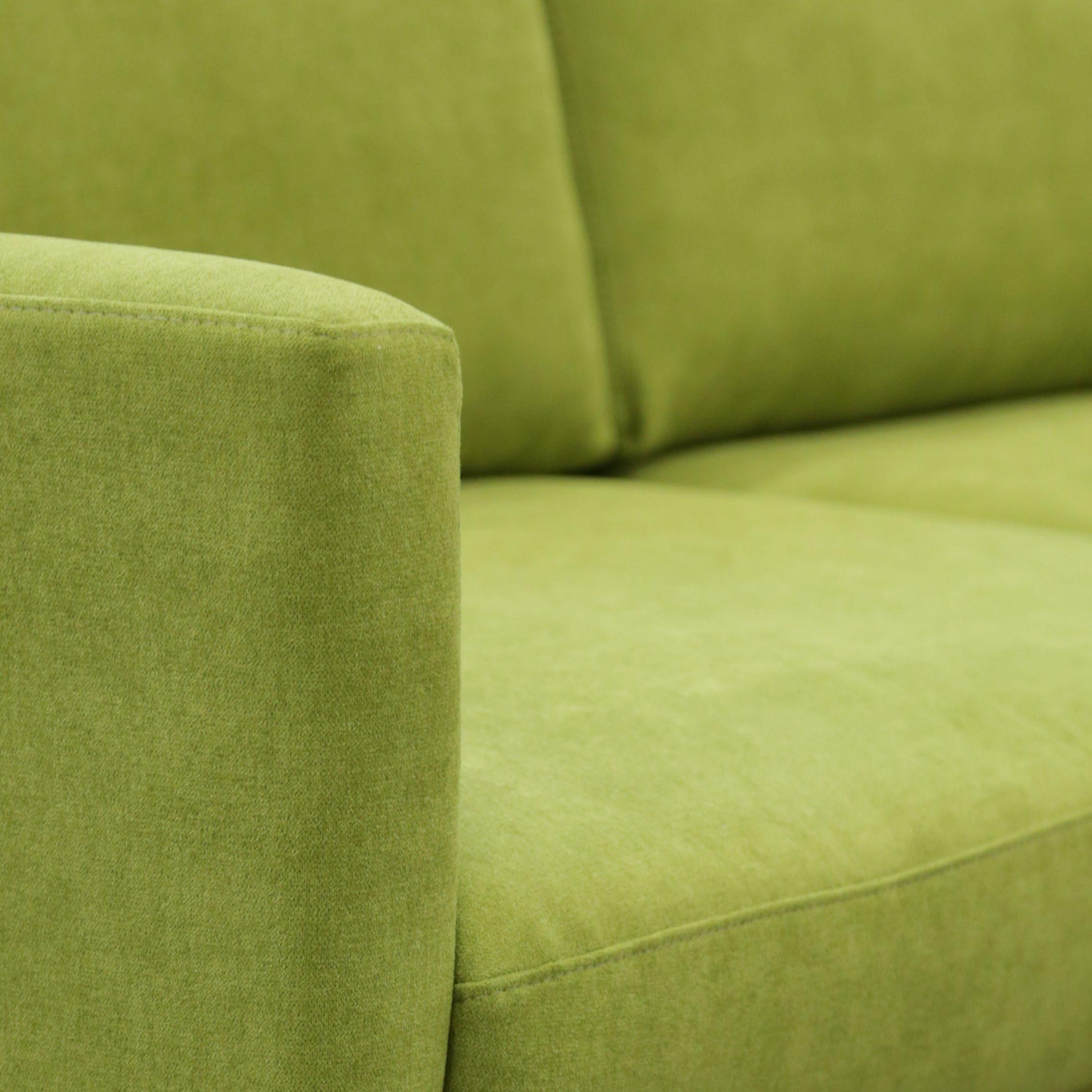 TEHDÄÄN HYVIN   HANDMADE QUALITY Työvaihe: Verhoilu   Craft: Upholstery Tuotantolinja: Sohvat   Production line: Sofas  #pohjanmaan #pohjanmaankaluste #käsintehty