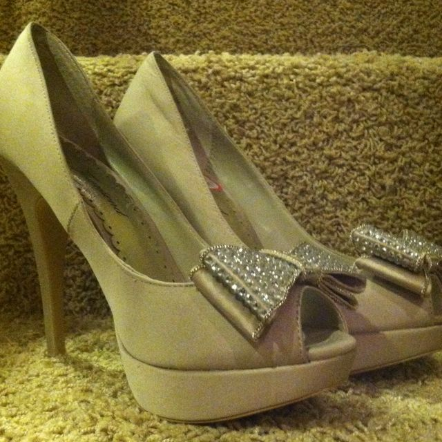 Got these lovely heels for band banquet<3