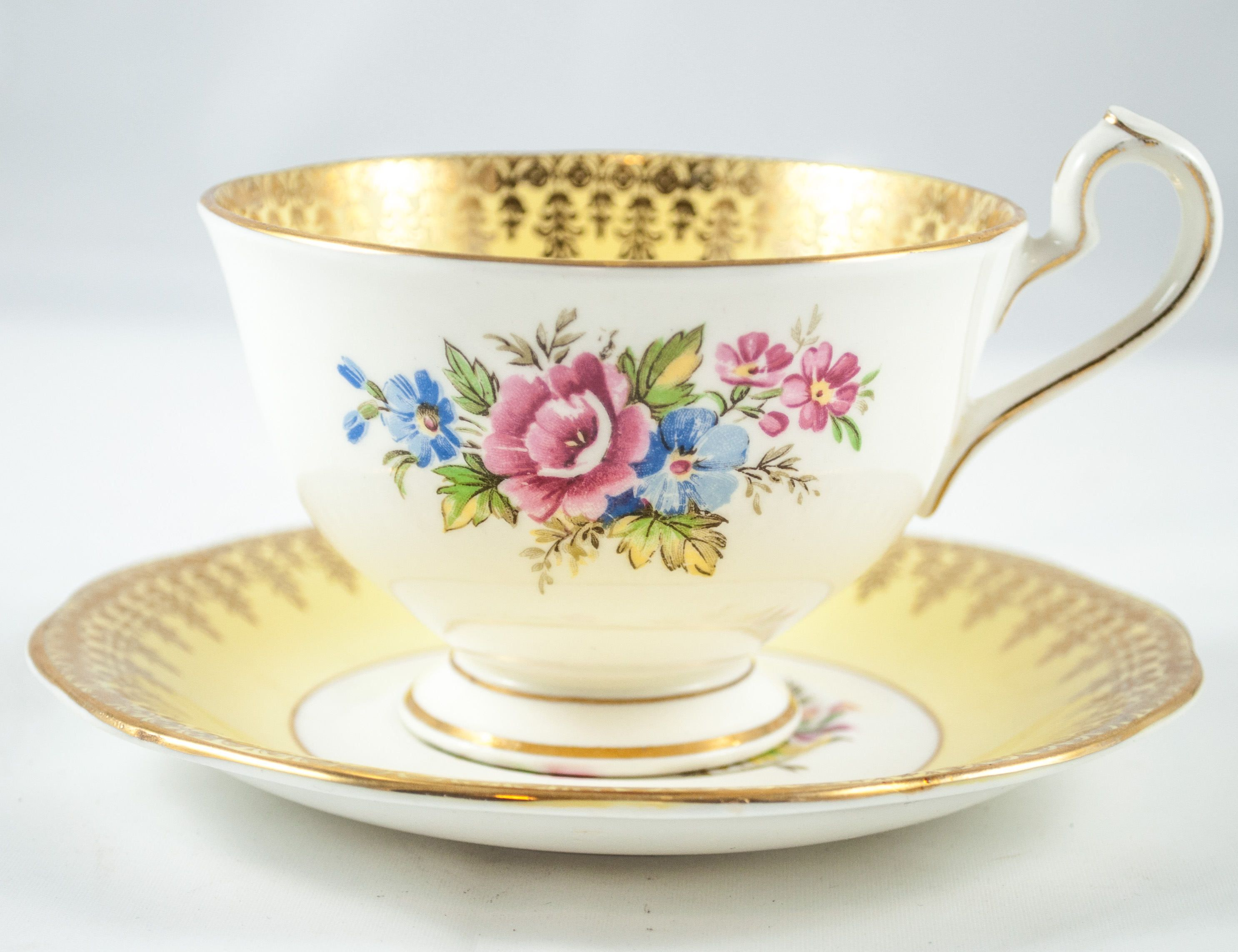 queen anne teacup gold and yellow teacup and saucer wedding gift vintage english bone china. Black Bedroom Furniture Sets. Home Design Ideas