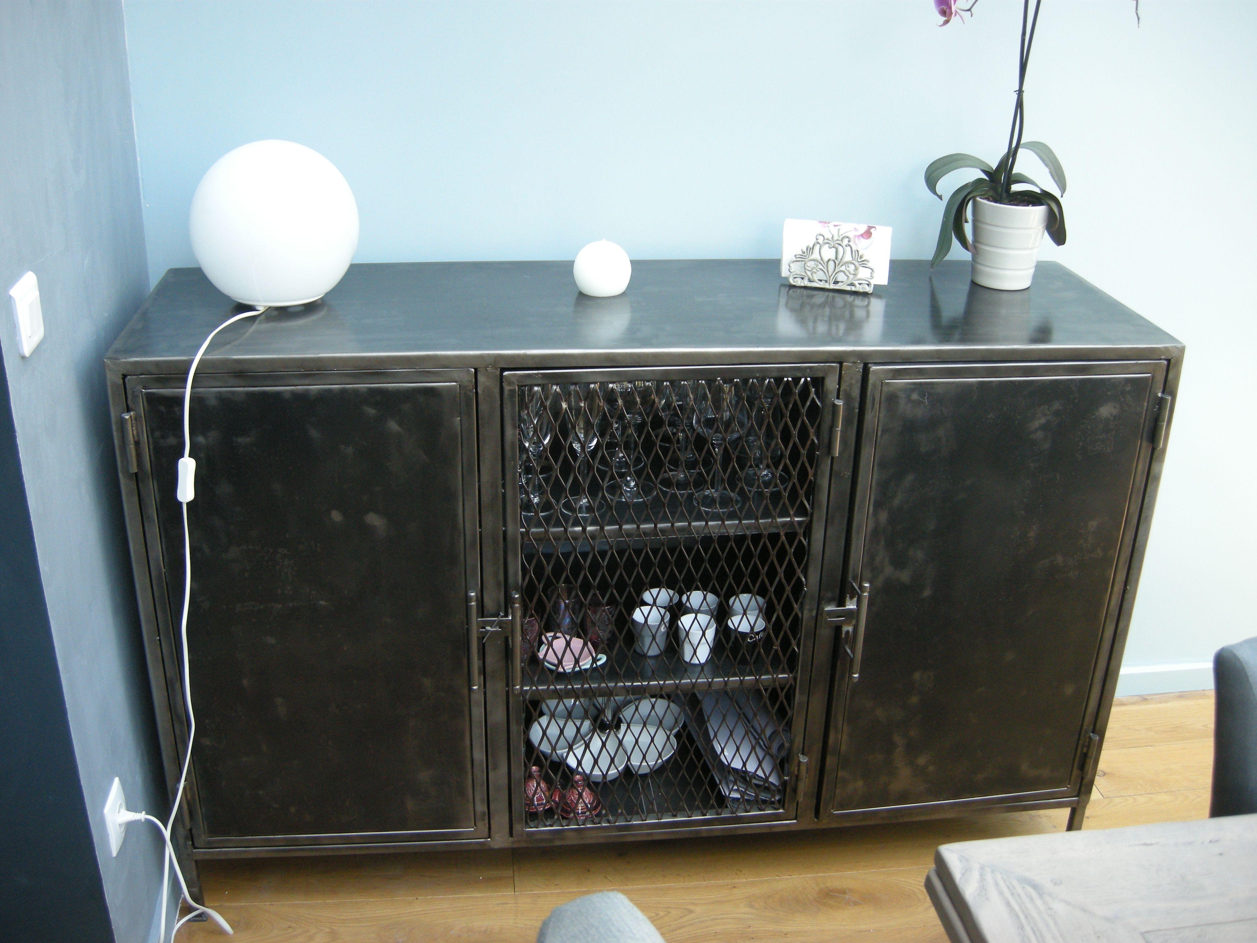 Buffet En Metal Grillage Ajoure Parisdinterieur Fr Salle A Manger Industrielle Idees De Design D Interieur Mobilier De Salon