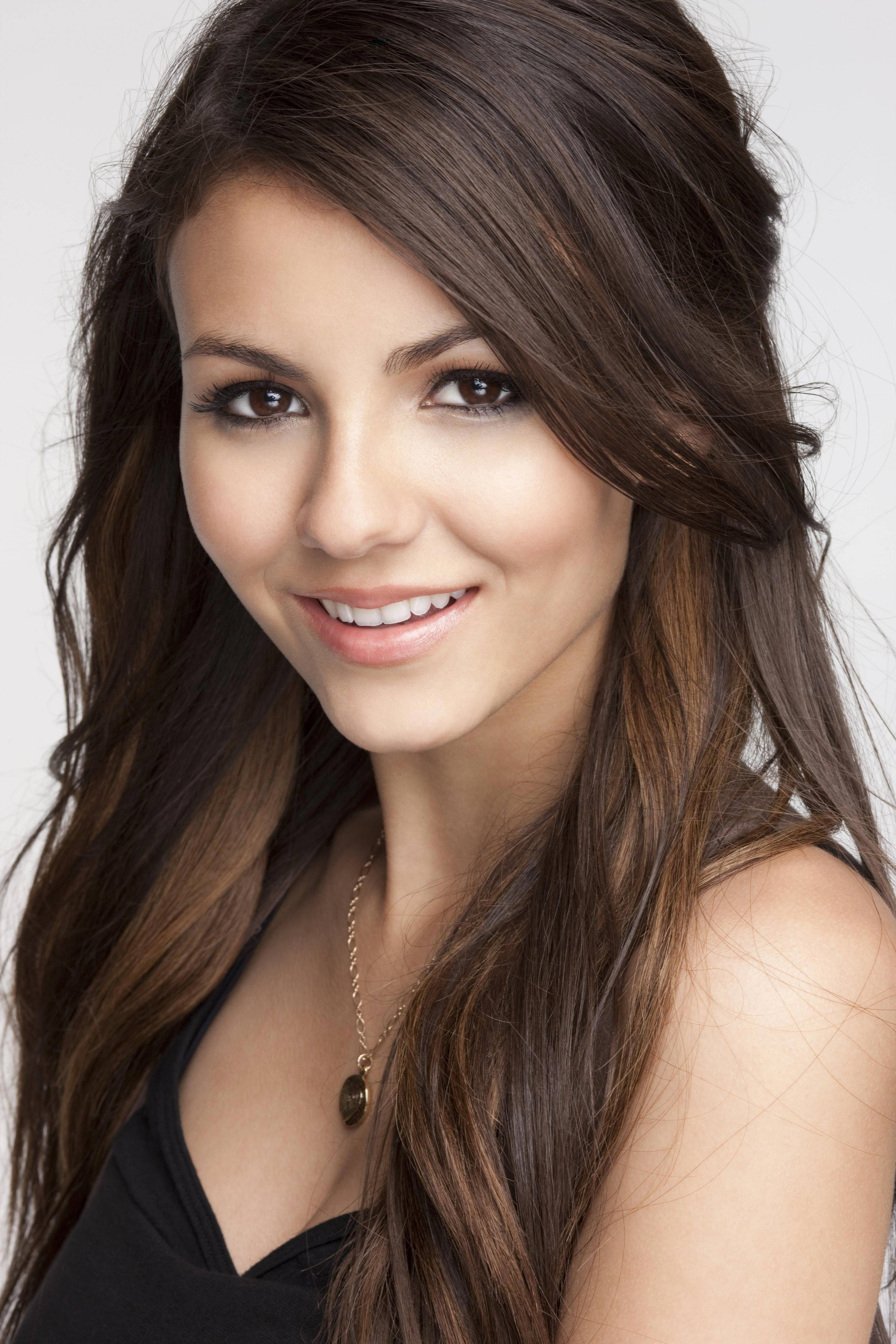 Pin By Hairstyle Perfection On Hairstyles And Hair Care Victoria Justice Hair Styles Victoria