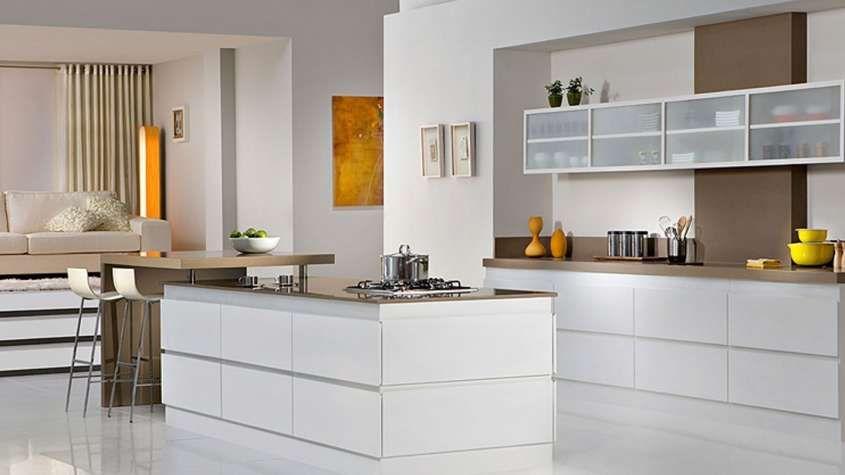 Idee Per Arredare Una Cucina Moderna Cucina Beige E Bianca Moderna Cucine Contemporanee Progettazione Di Una Cucina Moderna Arredamento Moderno Cucina