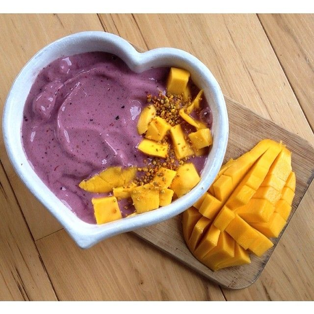 Banana Berry smoothie bowl with sweet mango