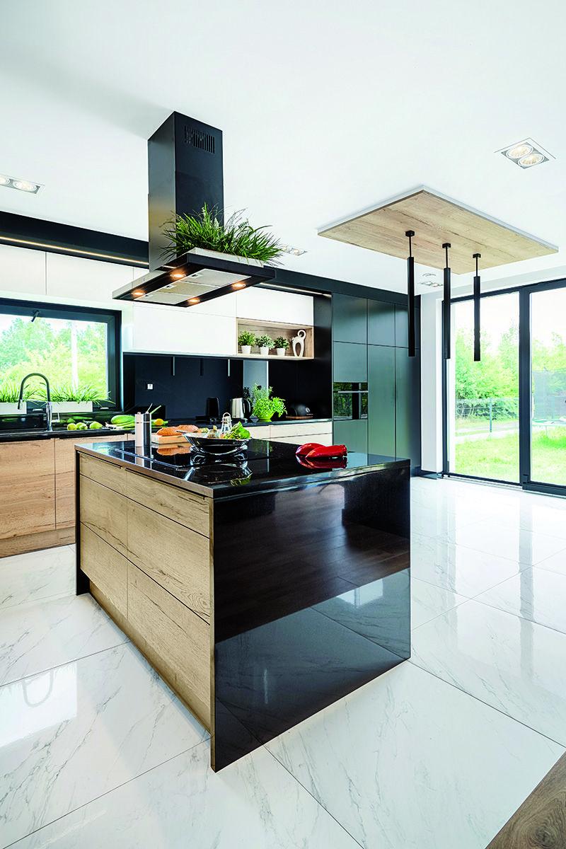 Zamontowany W Wyspie Zlew Czy Plyta Sprawiaja Ze Proces Przygotowywania Potraw Bedzie Wygodny I Szybki Kuchennainspiracja Idealnakuch Home Home Decor Decor