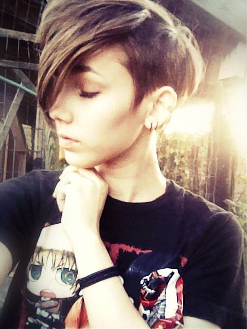 androgynous hair fashion