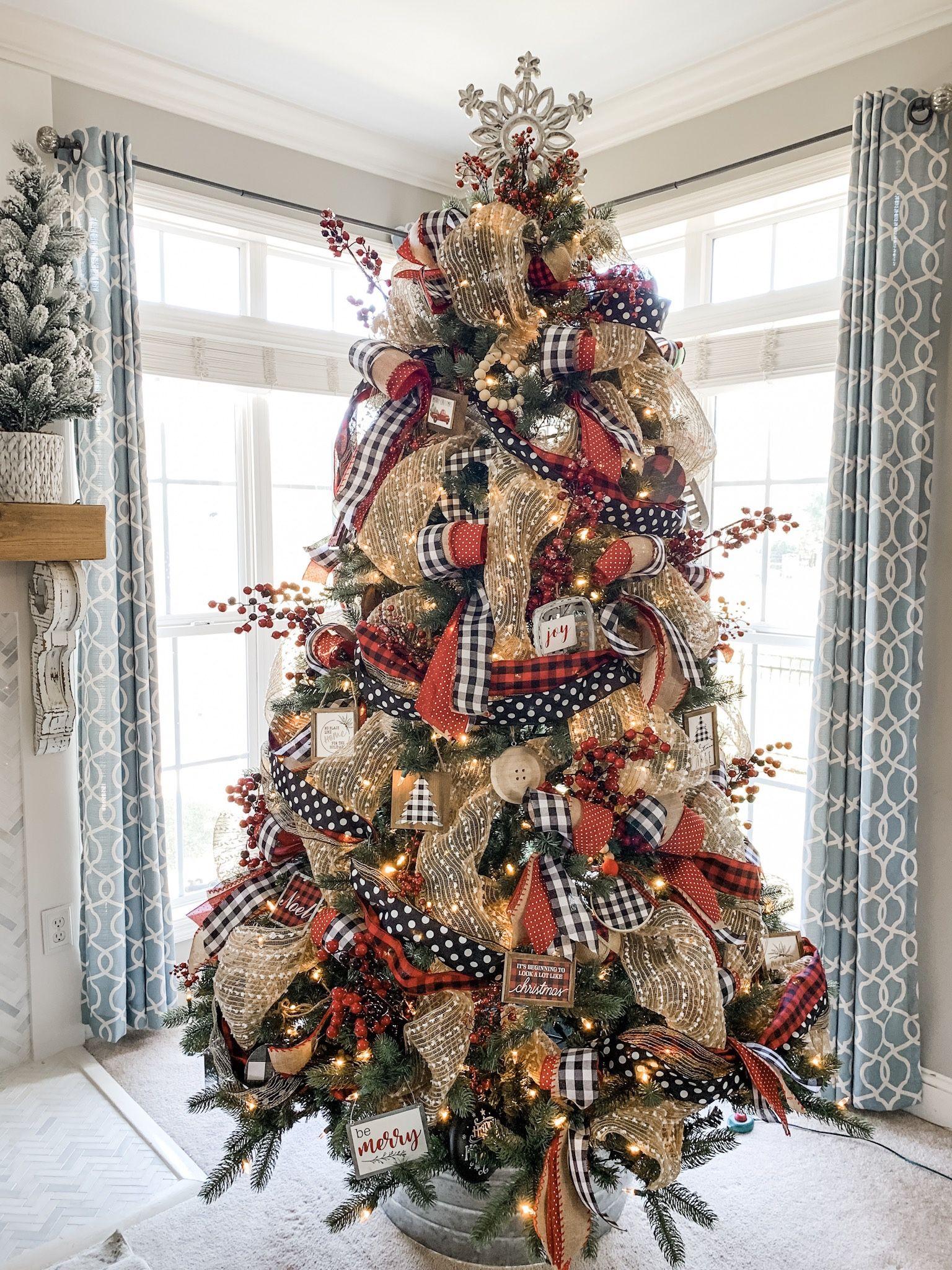 Christmas tree ideas using ribbon! Buffalo check, polka dots and more for a cute combo! #ribbononchristmastreeideas