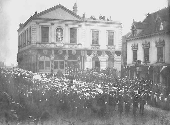 Funeral of Queen Victoria, 2 February 1901, carrying in of