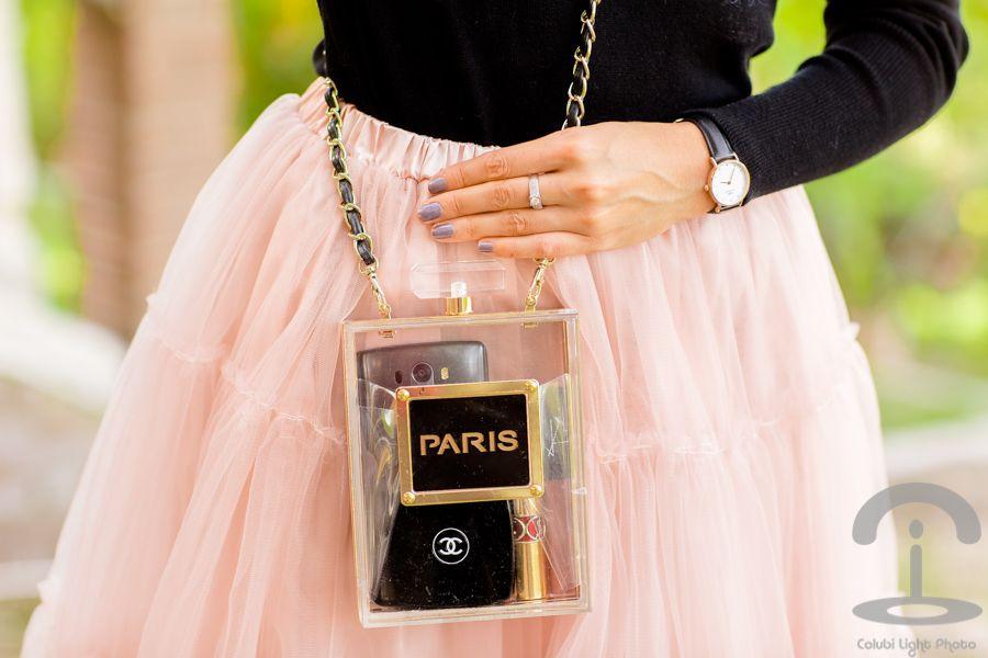d0ba67684a Falda de tul rosa bolso perfume Crimenes de la Moda