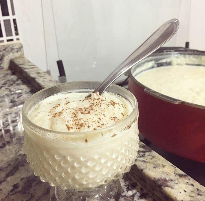 Vem aprender a fazer esse delicioso Arroz Doce Cremoso da Vovó que fica bem gostoso e é super fácil de fazer. Confira o modo de preparo