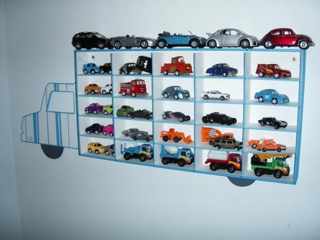 Pin de kat landires en ideas decoraci n cuarto de juguetes for Decoracion de cuarto hot wheels