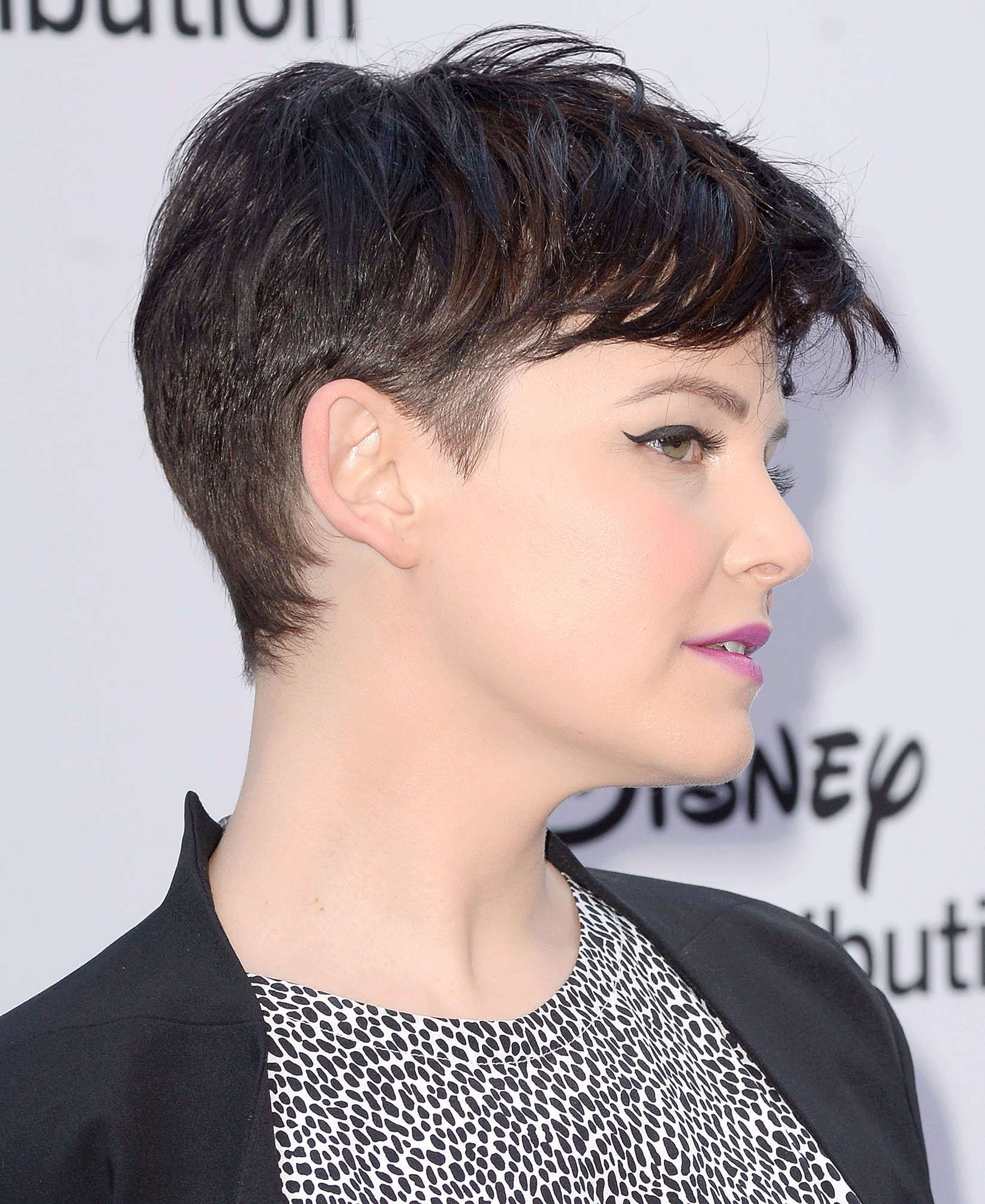 medium hair styles for women ginnifer goodwin at the disney media networks 1650 | 8357d5fd3b45af19f80c0a69e9b0bb85