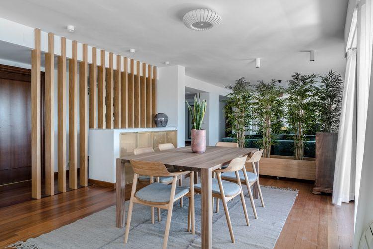 Essbereich Raumteiler Holz Bambuspflanzen #green #sofa #blue ...