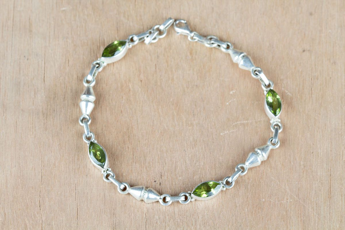 #Wholesale #Retail #Beautifully #Handmade #Faceted #Peridot Gemstone #Bracelet for Women,by Brillante Jewelry Made from 92.5 sterling Silver #Faceted #Peridot Gemstone #Bracelet. And by using Natural Gemtones..Pick this #Bracelet to add new definition to your Personality.About the Brand-Associated with Glamour,style and class,Brillante–Jewelry fashion jewelry appeals to,women across all age-groups.