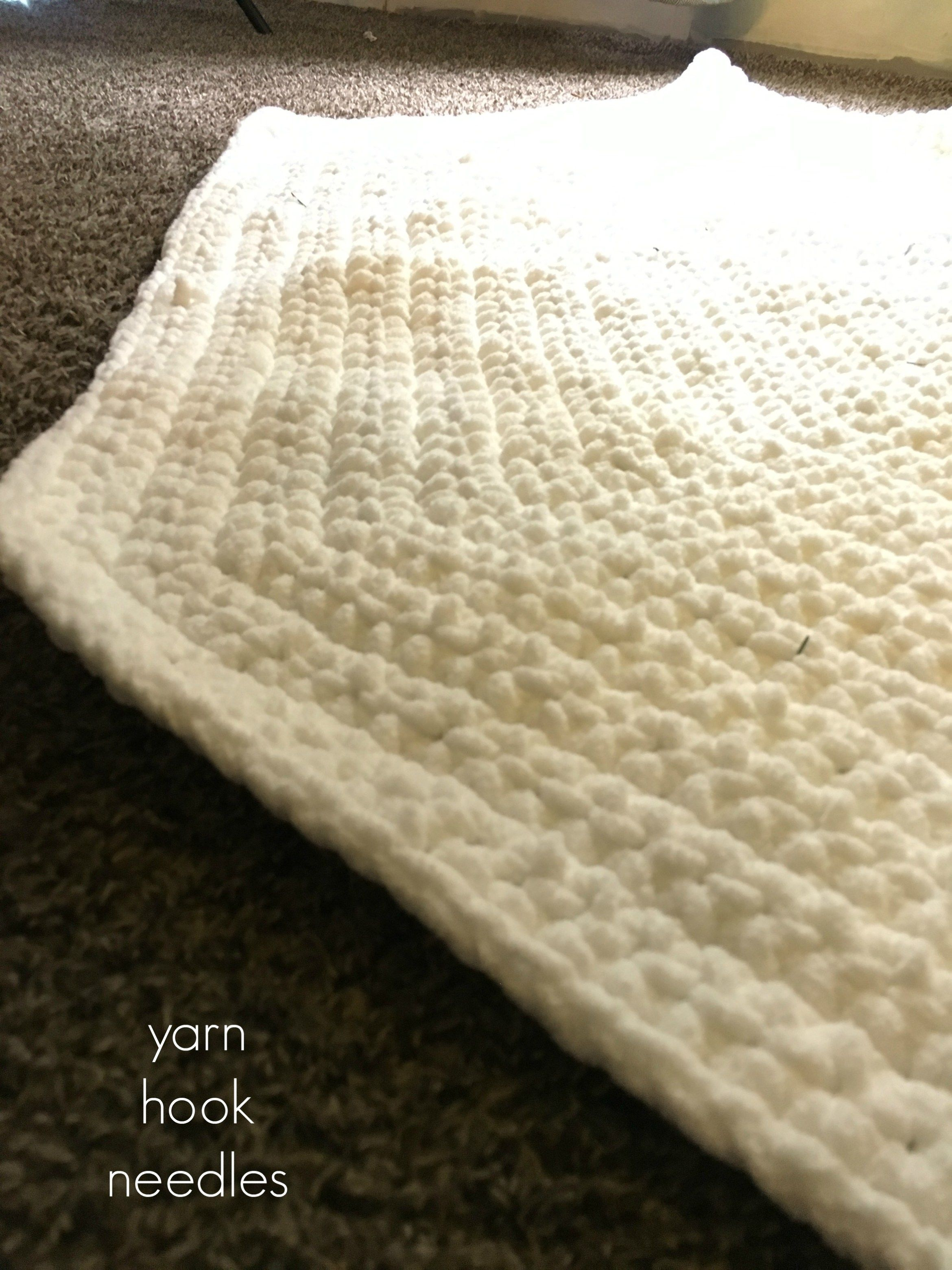 Chunky Crochet Christmas Tree Skirt with FREE Pattern! - YHN | Tree ...