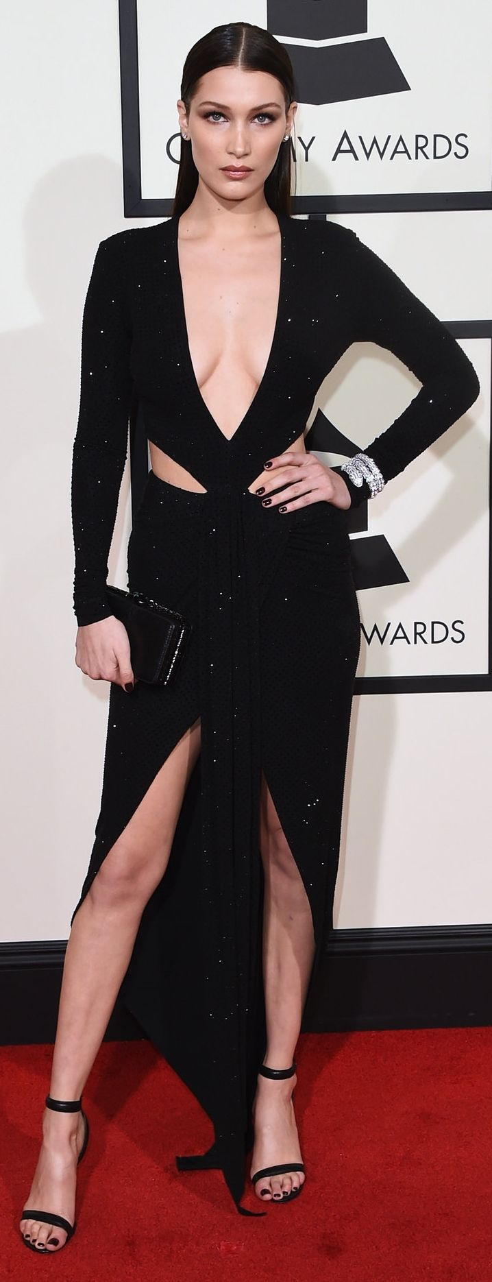 Bella Hadid on the 58th Grammy Awards red carpet (Photo: Jason Merritt/Getty Images for NARAS)