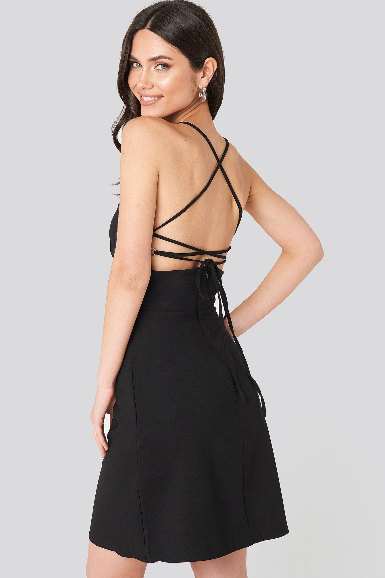strap back detailed mini dress schwarz in 2020 | minikleid
