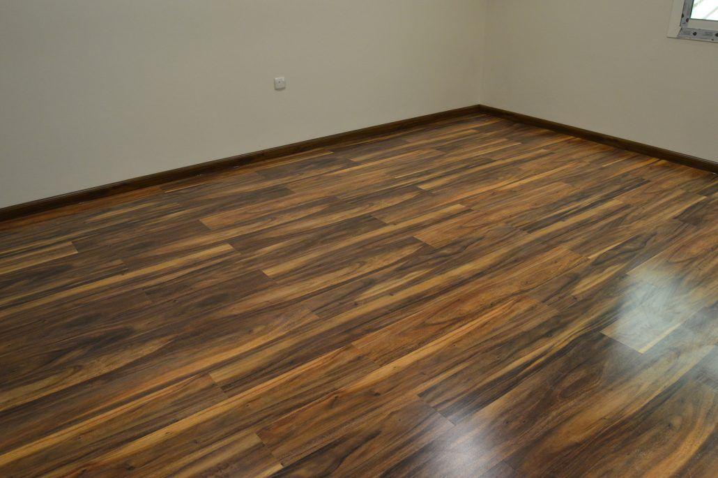 شركة تركيب باركيه بالرياض تعتبر شركة الابداع من افضل شركات تركيب باركيه حيث تقدم افضل الطرق المستخدمة في تركيب الباركيه تحت Hardwood Floors Hardwood Flooring