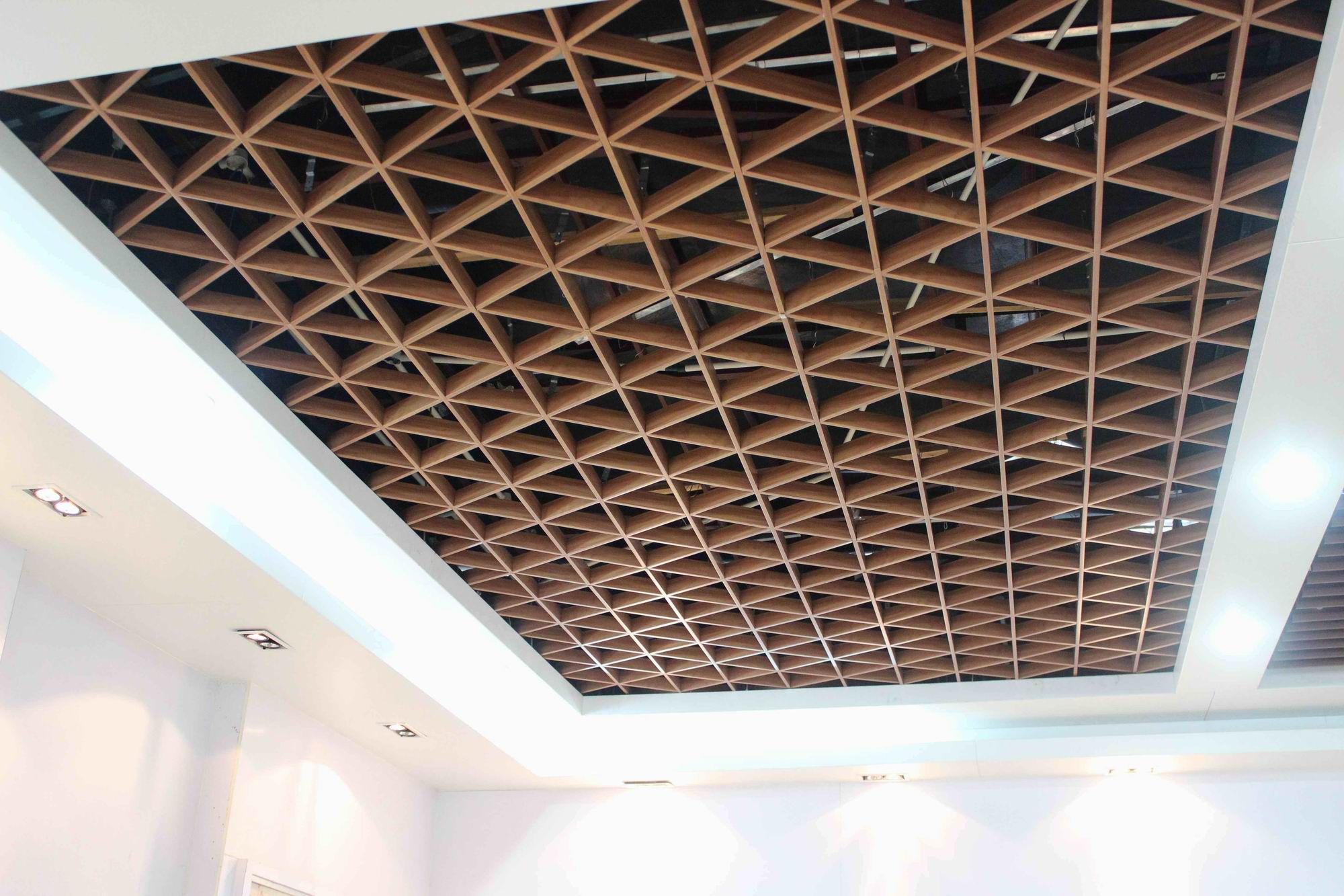 Hot Item Aluminum Triangle Grid Ceiling Ceiling Tiles False Ceiling Living Room Ceiling Design