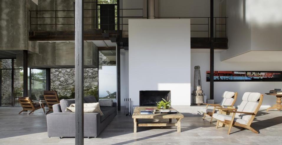 La zona seduta al centro del soggiorno con il divano di - Divano al centro della stanza ...