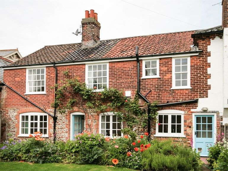 Traditional Ivy Farm Cottage In Mundesley Norfolk Sleeps 6 Beautiful Holiday Cottages In The Country In 2019 Norfolk Cottages Farm Cottage Cottage