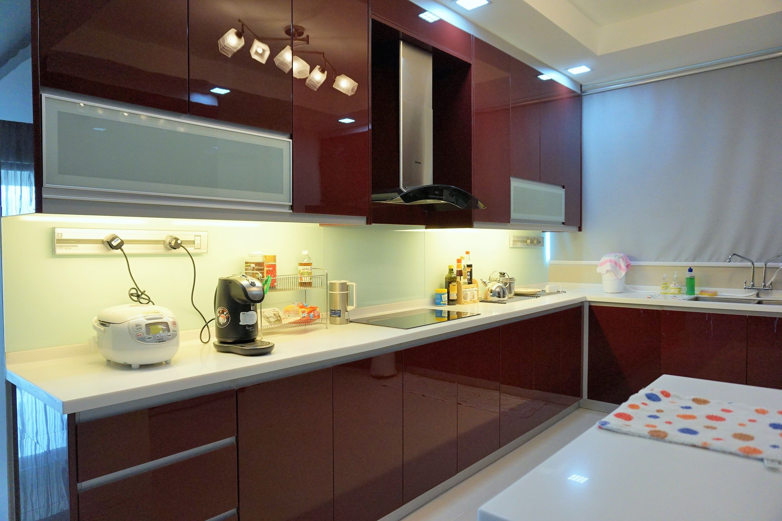 Pin By Recommend My On Elegant Red White Kitchen In Kuala Lumpur With Images Red And White Kitchen Gorgeous Kitchens Home Repair Services