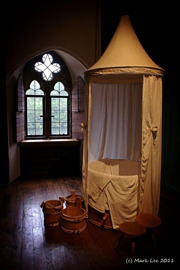 The queen 39 s bathroom leeds castle kent england please for Tudor bathroom ideas