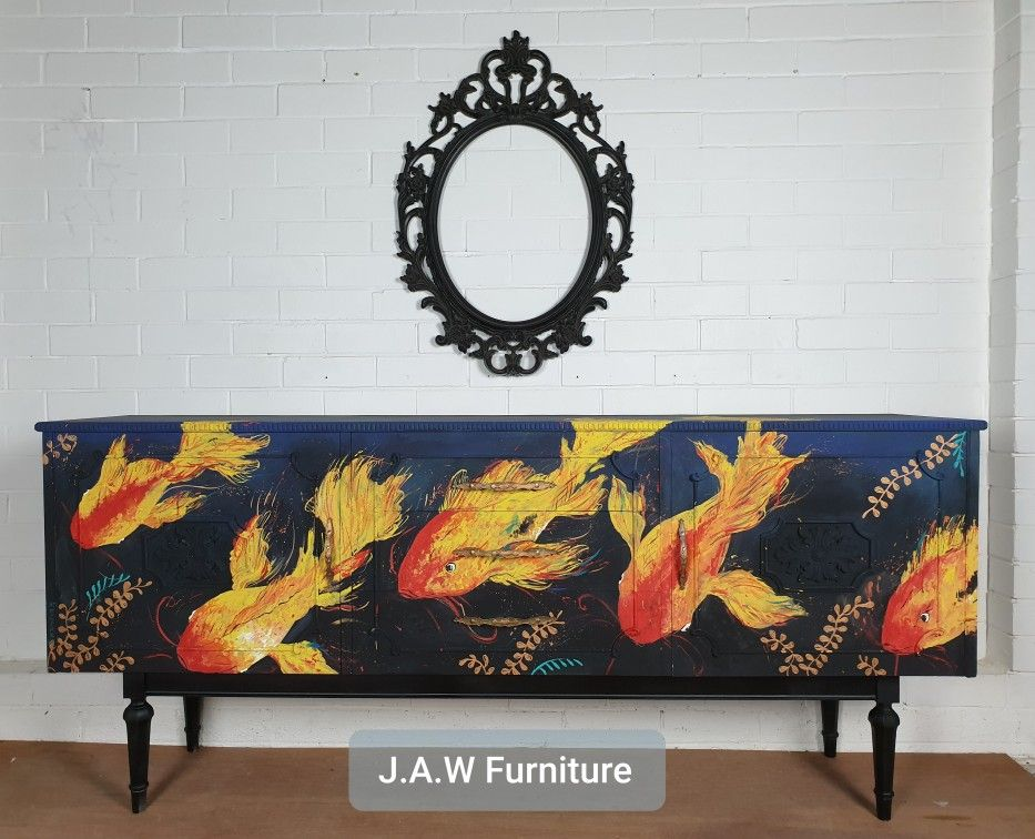 Handpainted Koi fish, with thick textured brushtrokes to create a free flowing feel. This was so much fun to paint! #artist #furnitureartist #furnituremakeover #paintedfurniture #furnitureart #paint #chalkpaintedfurniture #colormovement #upcycle #koi #handpainted #handpaintedfurniture #upcycledfurniture #brisbaneartist #australianartist #jawfurniture