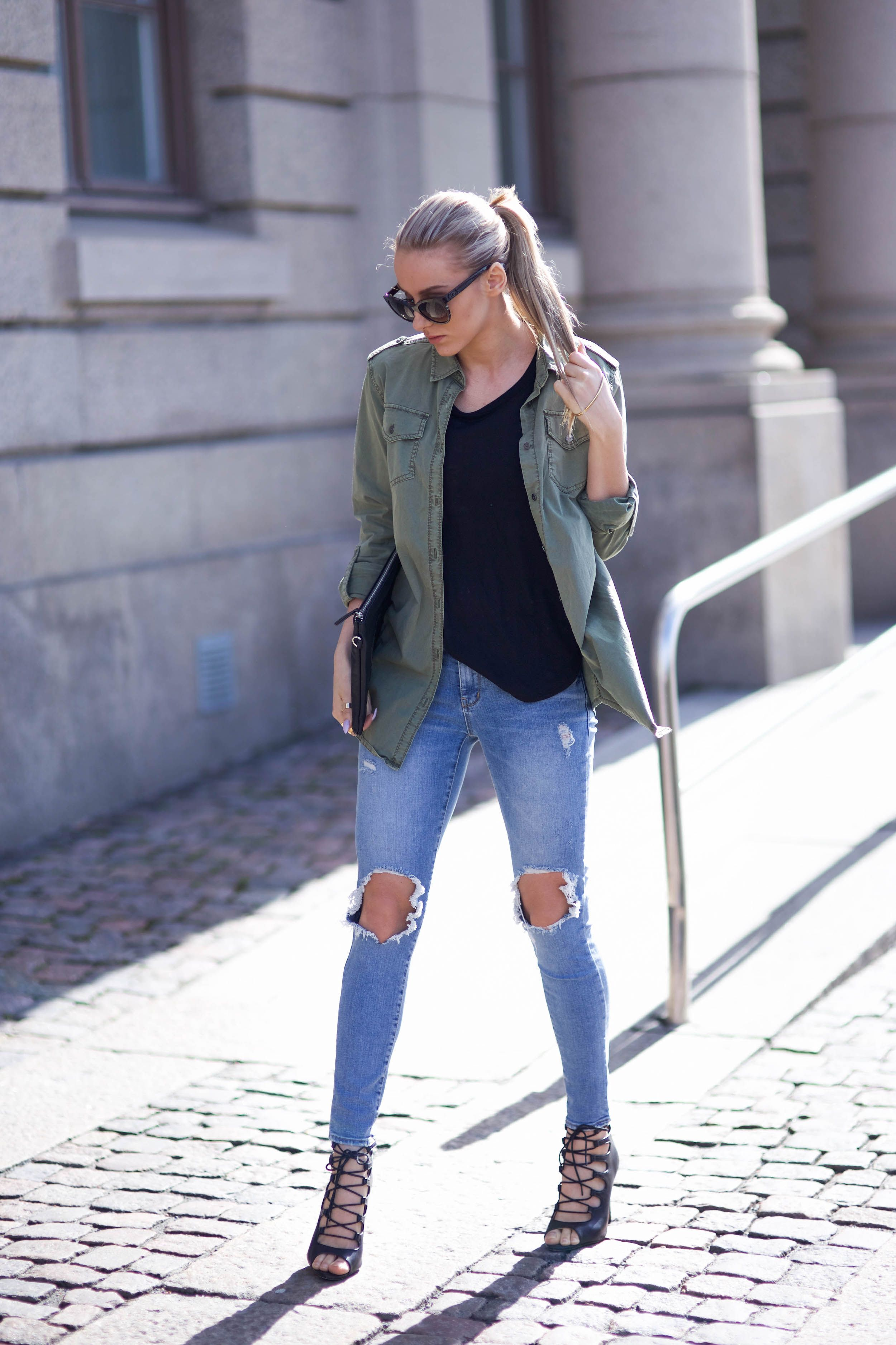 ff5a5f5b30 How To Style The Military Trend  Jennifer Sandsjö is wearing a khaki green  Ginatricot shirt with distressed Chicy jeans