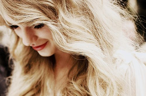 Google Image Result for http://data.whicdn.com/images/12341997/beautiful-blonde-curls-curly-curly-hair-eyelashes-Favim.com-42305_large.jpg