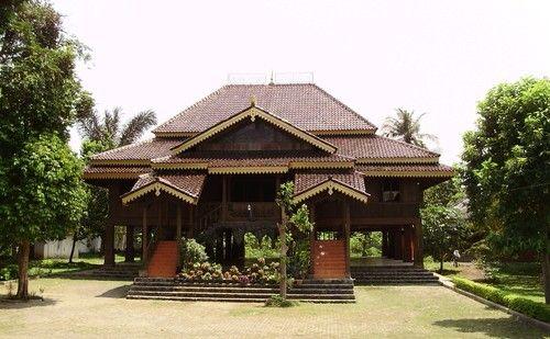 Rumah Adat Tradisional Lampung Nuwo Sesat