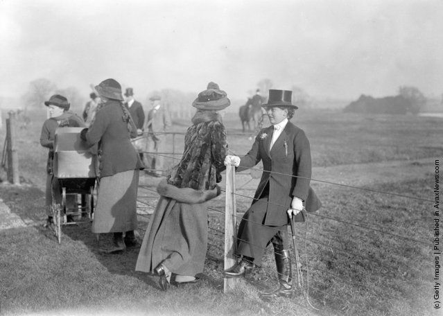 A rider and spectator chat at a meet of the Cottesmore Fox Hunt, Stapleford Hall. (Photo by Topical Press Agency/Getty Images). January 1914